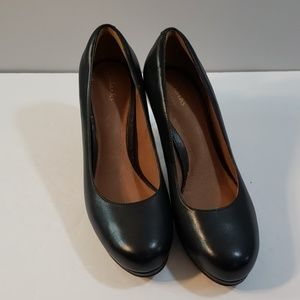 Clarks' Artisan classic leather platform pump heel